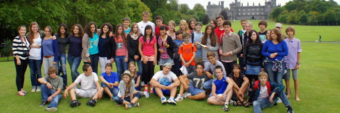 Group photo in front of Kilkenny Castle